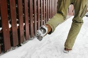 Milwaukee slip and fall accident lawyer, slip and fall injuries, winter injuries, head injuries, hip fractures
